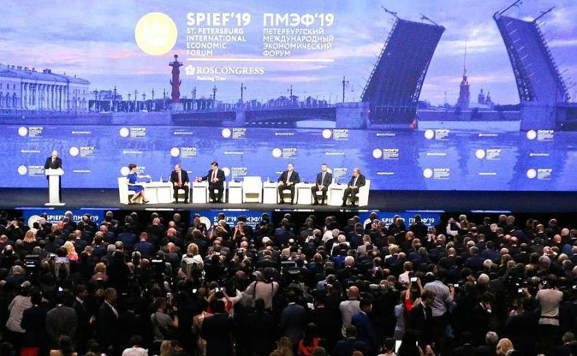 Владимир Путин выступил на пленарном заседании Петербургского международного экономического форума.