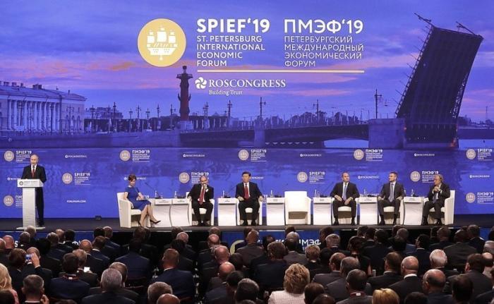 Владимир Путин выступил на пленарном заседании Петербургского международного экономического форума