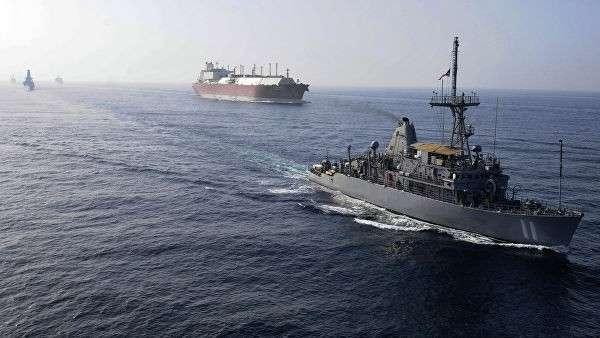 Флот ВМС США сопровождает танкер для перевозки СПГ