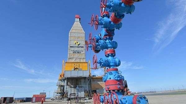 Специализированная буровая установка Арктика, на заводее по сжижению природного газа на Ямале