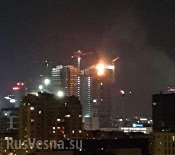 В центре Варшавы полыхнул небоскрёб: очевидцы делятся кадрами огненного дождя (ФОТО, ВИДЕО) | Русская весна