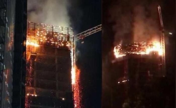 Вцентре Варшавы горит небоскрёб, к тушению пожара привлечено 120 пожарных