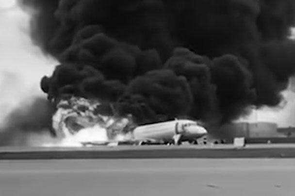 На борту совершившего аварийную посадку самолета находились 78 человек. Почти все, кто находился в хвостовой части, погибли
