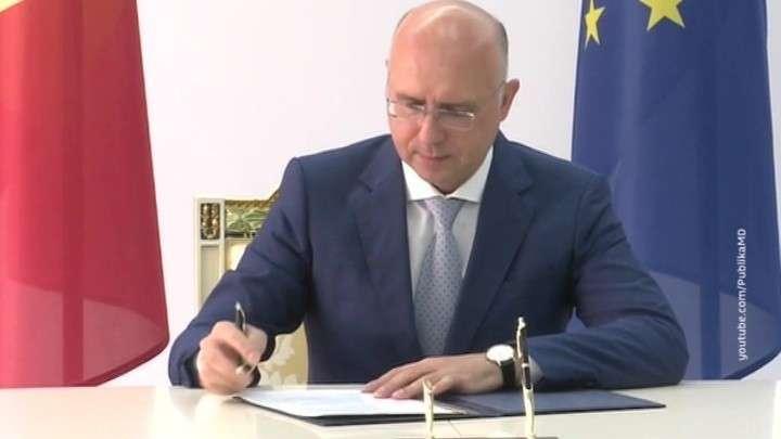 В Молдавии уголовник Плахотнюк устроил двоевластие, чтобы снять Додона
