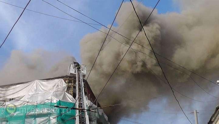 Центр Москвы заволокло дымом от сильного пожара