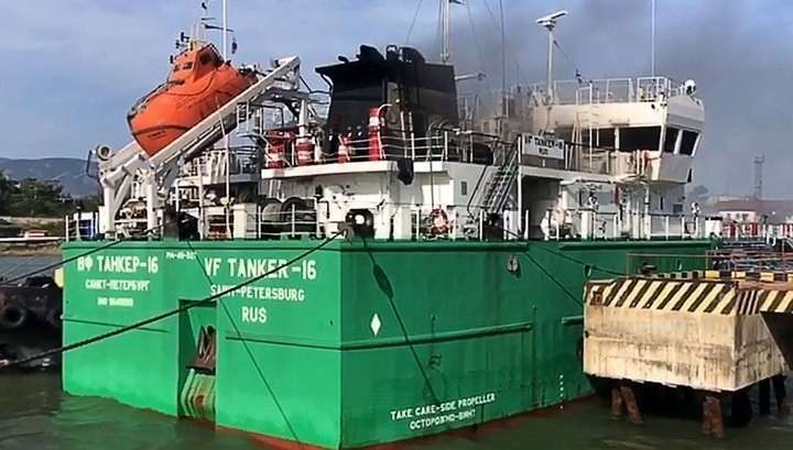 В Махачкале взорвался танкер, на его борту были 12 человек