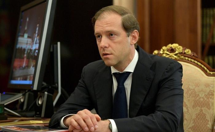 Владимир Путин иМинистр промышленности иторговли Денис Мантуров обсудили специнвестконтракты