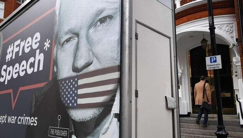Минюст США официально потребовал у Англии выдать Ассанжа