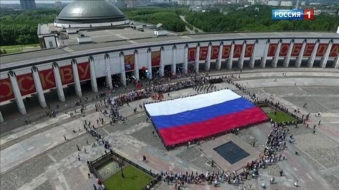 Как провести День России в Москве: концерт в «Зарядье», «СамоварФест» на ВДНХ и праздничный салют