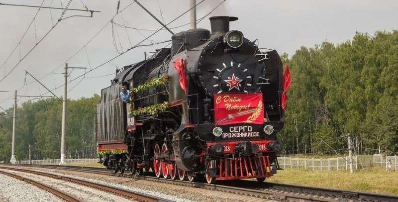 На Крымском мосту провели стыковку рельсов и Крым присоединился к железнодорожной сети России