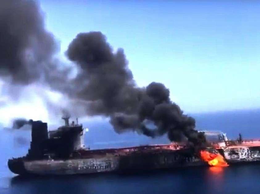 США направляют в Оманский залив ракетный эсминец Масон