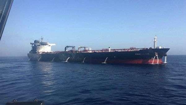 Танкер Front Altair после пожара в Оманском заливе