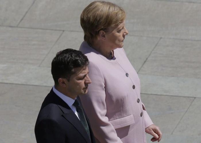 Из-за диабета Меркель трясло на встрече с Зеленским?