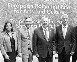 Джордж Сорос на открытии Института культуры цыган (фото: M. Popow/Imago/ТАСС)