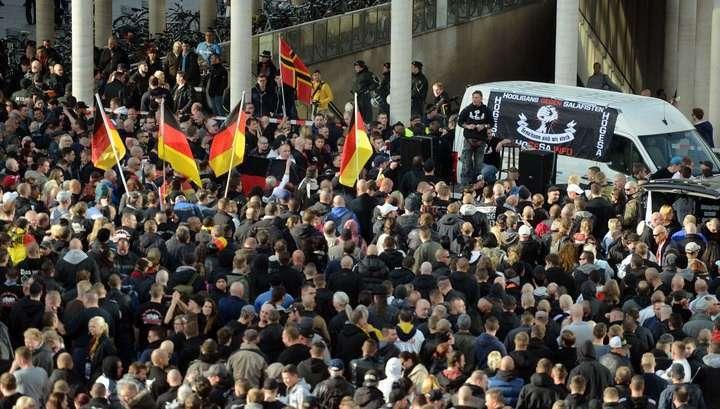 Кёльнское побоище: в стычках с фанатами пострадали 44 полицейских