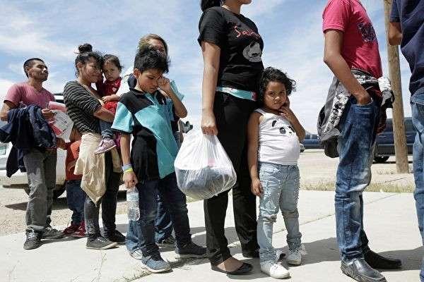 Демократы накапливают у стены Трампа десятки тысяч мигрантов