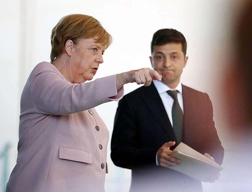 После своего визита в Германию новоиспеченный гарант сообщил, что сойдет с ума, если не переедет с Банковой, где планирует сделать художественный музей Фото: REUTERS