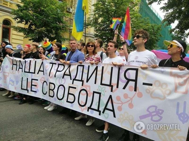 Прямо сейчас в Киеве. Марш равенства ЛГБТ – гомосеки на марше