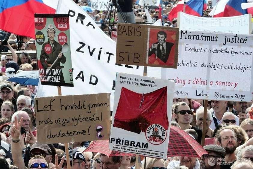 В Праге 250 тысяч протестующих потребовали отставки премьера Андрея Бабиша