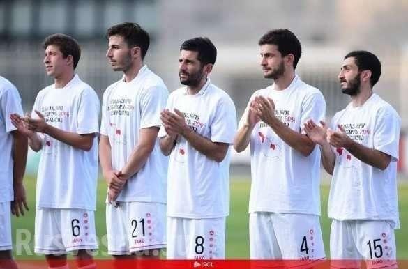 Грузинские футболисты вышли на поле в майках с антироссийскими надписями   Русская весна
