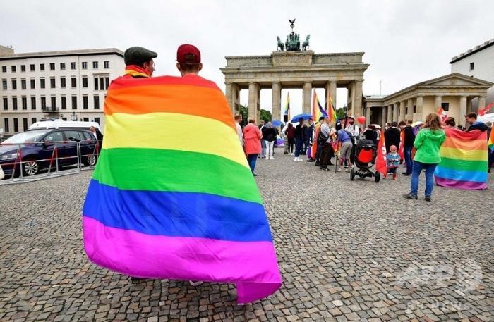 Немецкий ученый нашёл связь гомосексуализма с педофилией. Теперь его судят