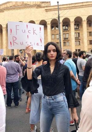 Эй, Грузия! Чем тебя Россия так сильно обидела? Денег мало даёт?