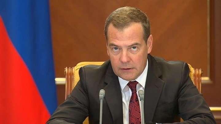 Медведев повысил пособия на детей с 50 до 10 тысяч рублей