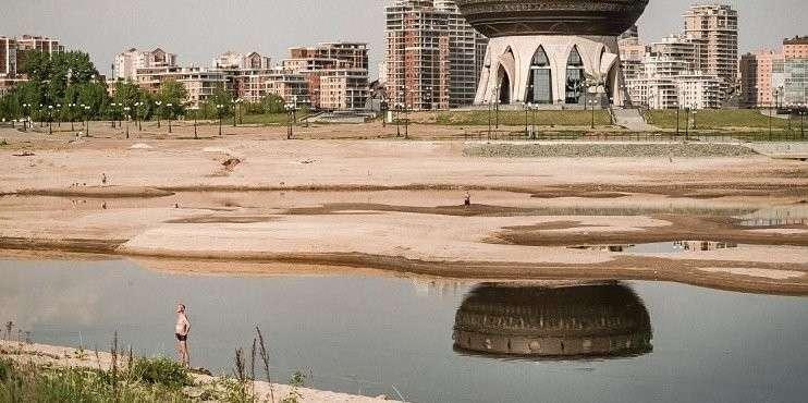 Волга катастрофически обмелела: потребление воды сокращено до минимума