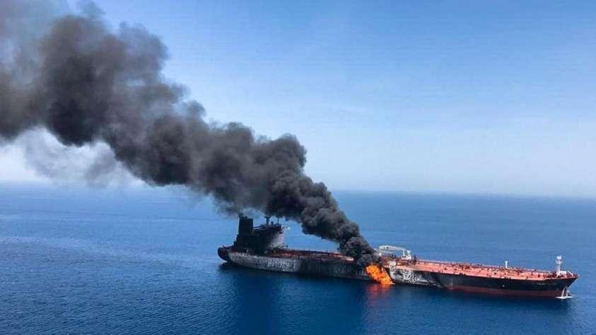 Горящий Нефтяной танкер в Оманском Заливе