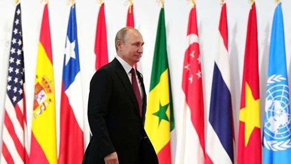 Президент РФ Владимир Путин на полях саммита Группы двадцати в Осаке