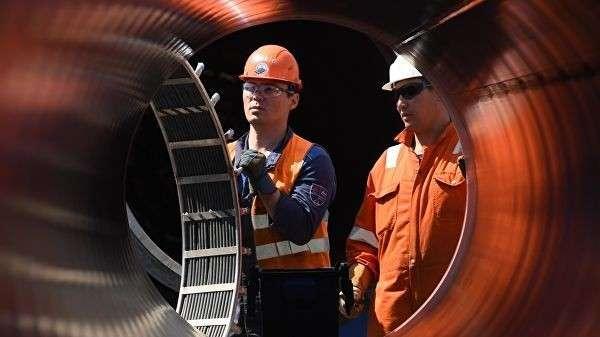 Рабочие на участке строительства газопровода Северный поток-2 в Ленинградской области
