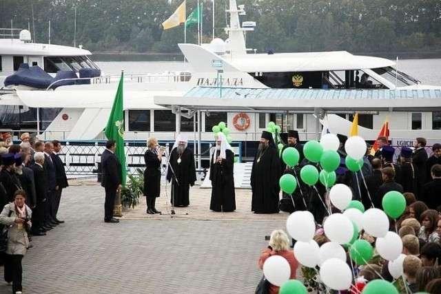 РПЦ и роскошь. Девушки в купальниках на шикарной яхте патриарха Кирила