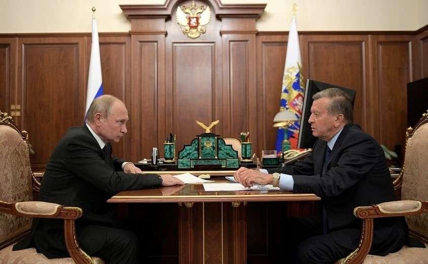С председателем совета директоров ПАО «Газпром» Виктором Зубковым.