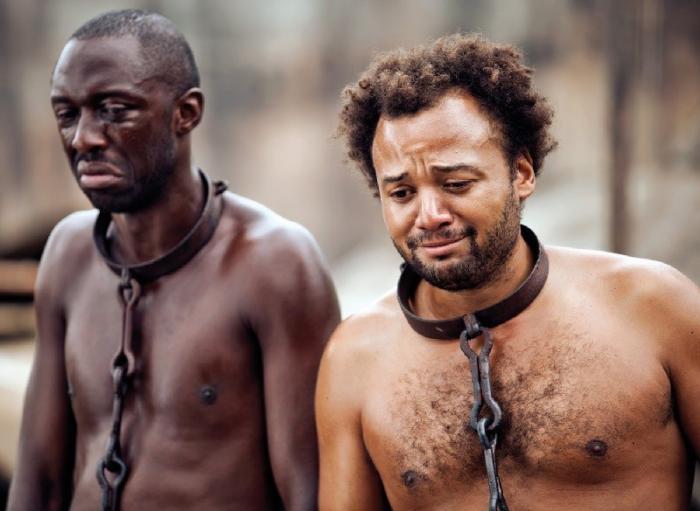 Чёрные ставят белых в США на колени за 400 лет выдуманного рабства