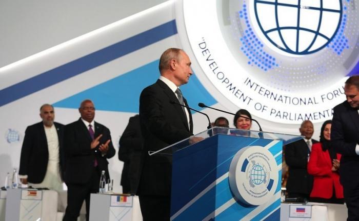 Владимир Путин выступил на Международном форуме «Развитие парламентаризма»