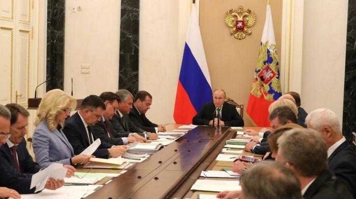 Владимир Путин обсудил с членами Правительства ситуацию в Иркутской области
