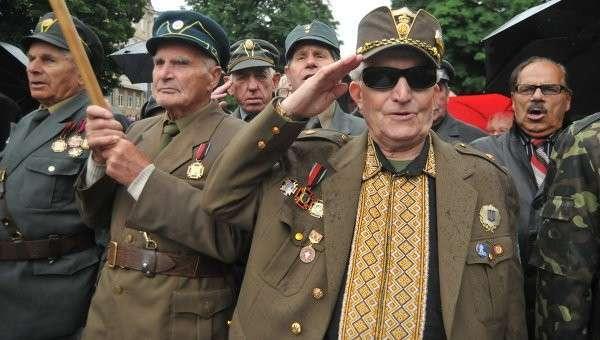 Ветераны Украинской повстанческой армии (УПА) в день праздника героев во Львове, архивное фото