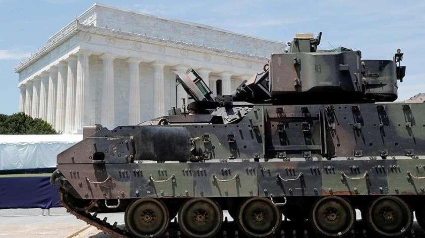 День победы по-американски обернулся показом ржавой бронетехники