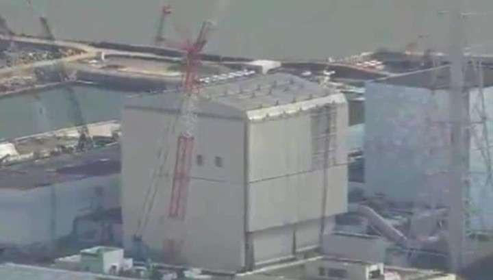 Сильный ветер оторвал часть защитного саркофага «Фукусимы-1»