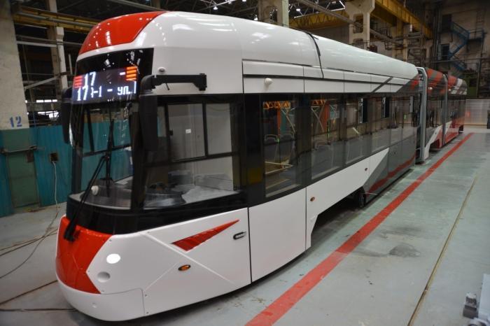 Уралтрансмаш представил новый низкопольный трехсекционный трамвай модели 71-418