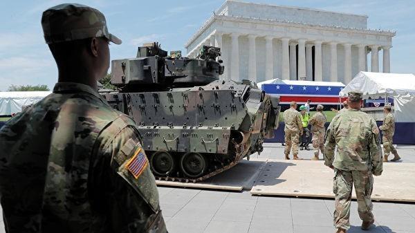 Парад в Вашингтоне: общество США расколото напополам