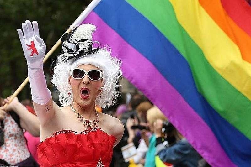 Преподавание ЛГБТ-предметов в школе Великобритании – родители бьют тревогу
