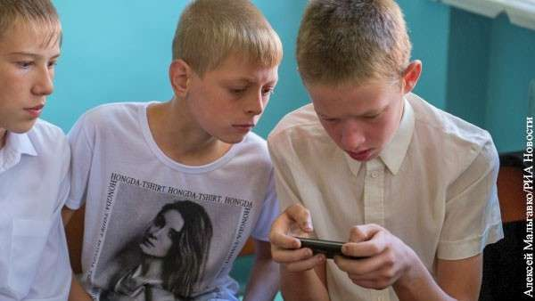 Мобильный телефон в школах ведёт к распространения порнографии
