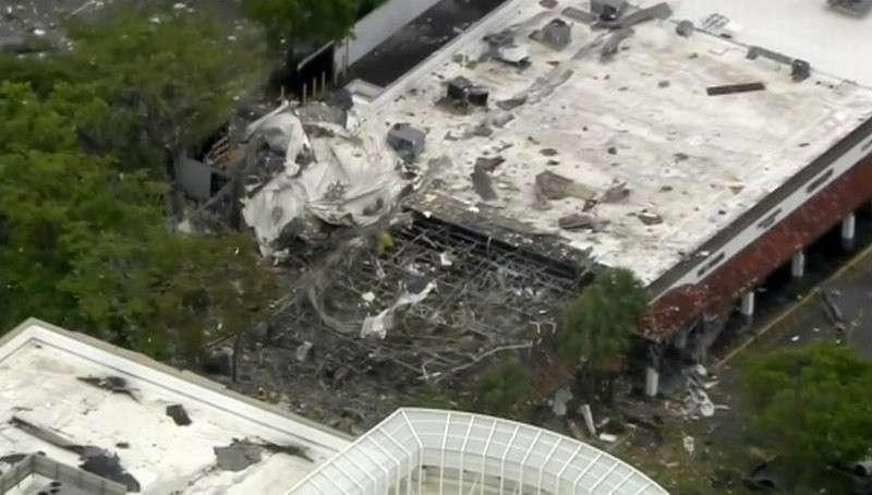 Взрыв в торговом центре в пригороде Майами: обломки разбросало на сотню метров