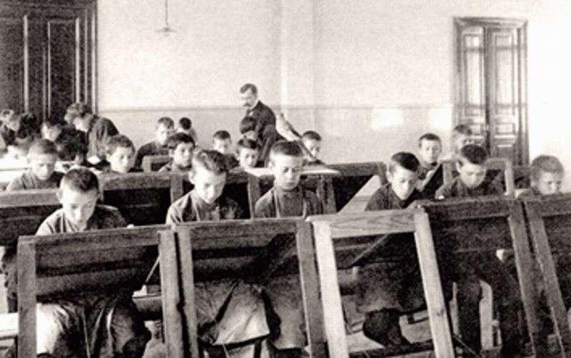 Темы сочинений, предлагавшиеся гимназистам в начале XX века. Современное ЕГЭ тихо курит в сторонке