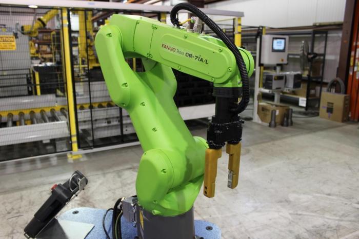 ВРоссии впервые представили мобильного робота для лазерной обработки металлов
