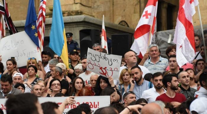 Антироссийская истерия ударила по самой Грузии. Вино и «Боржоми» вслед за самолетами
