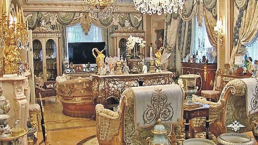 Главари криминального мира любят оформлять свои малины в стиле барокко. На фото – дом вора в законе по кличке Шакро Молодой. Фото: МВД РФ
