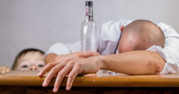 Алкоголь признали наркотиком, опаснее кокаина и героина