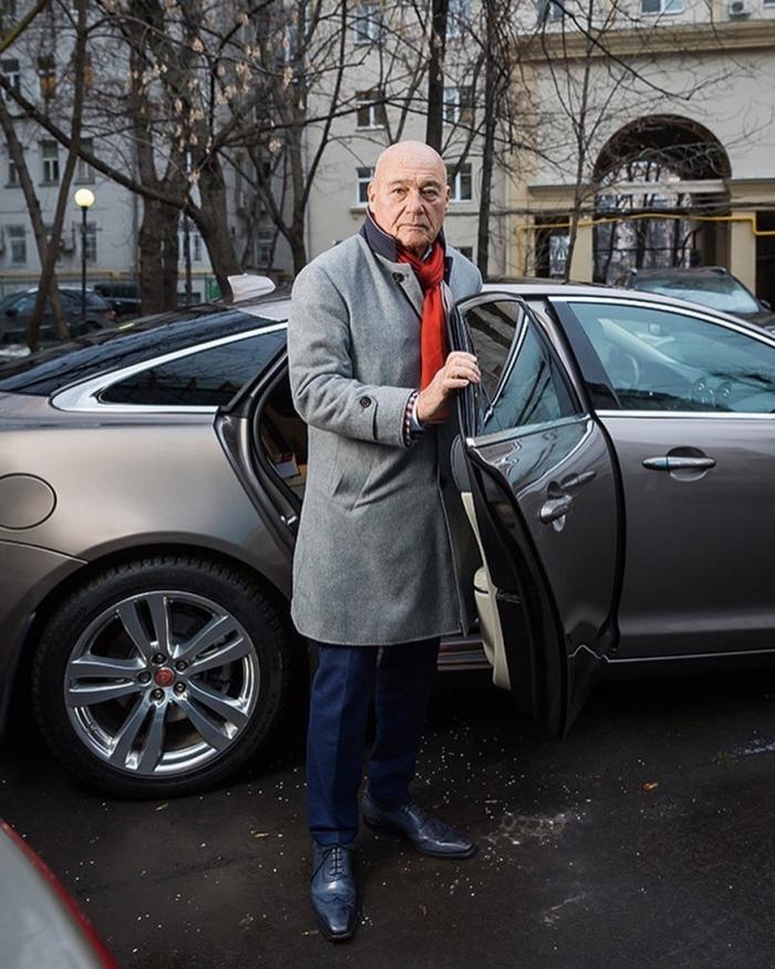 Известный тележурналист Владимир Познер занимается продажей топлива